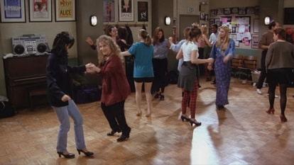 В 21 серии Моника танцует чечетку